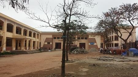 Khuôn viên trường THCS Đường Lâm, ngôi trường nữ sinh D. đang theo học.