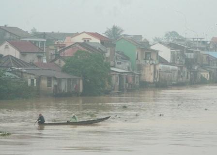 Đường phố Huế ngập trong trận mưa lớn - 4