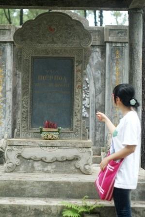 Xót lòng lăng một vị vua triều Nguyễn - 4