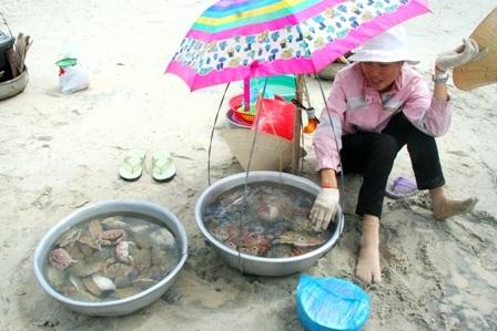Hàng vạn người đổ về biển Long Hải đầu năm rồng - 9