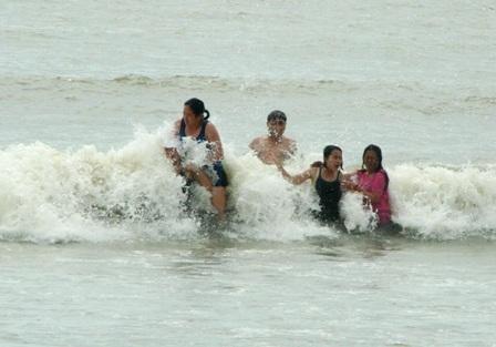 Hàng vạn người đổ về biển Long Hải đầu năm rồng - 3