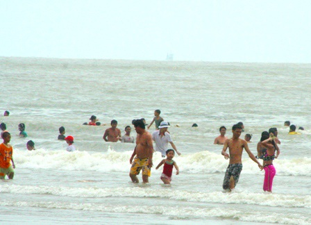 Hàng vạn người đổ về biển Long Hải đầu năm rồng - 5