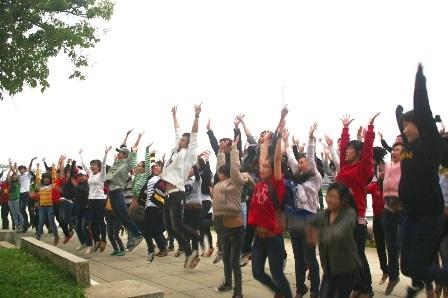 200 teen Huế lần đầu tiên nhảy flashmob chào mừng Festival