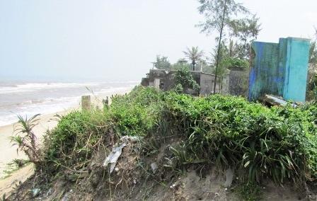 Đoạn bờ biển bị biển ngoạm nặng ở thôn An Dương, xã Phú Thuận
