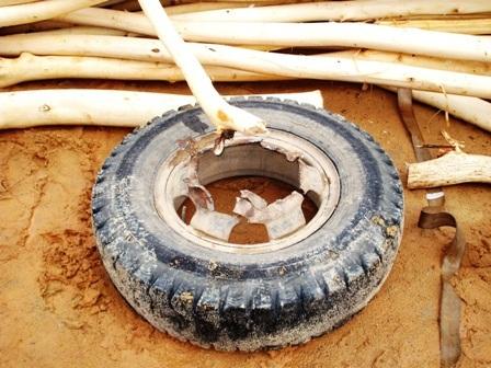 Lốp sau xe tải bị văng ra