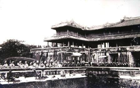 Vương triều Nguyễn đã huy động rất nhiều thợ lành nghề trên đất nước đến kinh đô Huế