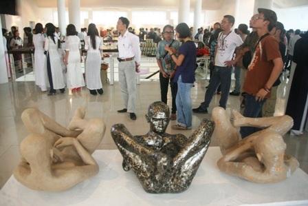 Vỏ bọc đương đại – Nguyễn An (Điêu khắc sắp đặt)