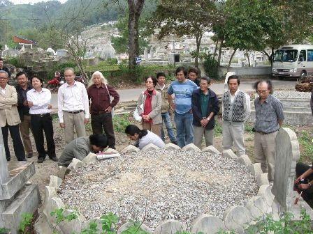 Bên mộ của Phương xích lô