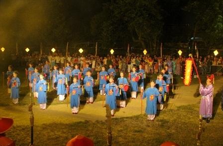 Đội múa bát dật bắt đầu bài diễn