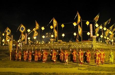 Đàn Xã Tắc rợp cờ hoa trong buổi đêm