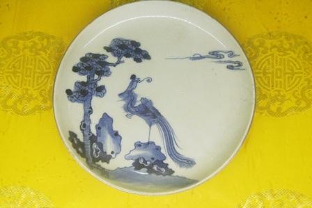 Đĩa trang trí đề tài Ngô đồng và chim Phượng Hoàng, TK 18, đồ sứ Trung Quốc dùng tại Việt Nam