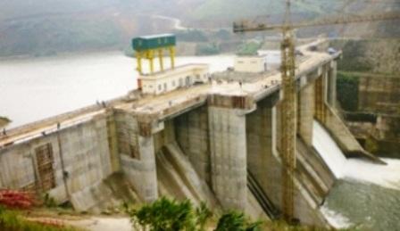 Thủy điện A Lưới xả hết qua 3 cửa, gây ngập cho hàng chục hộ ở xung quanh lòng hồ thủy điện