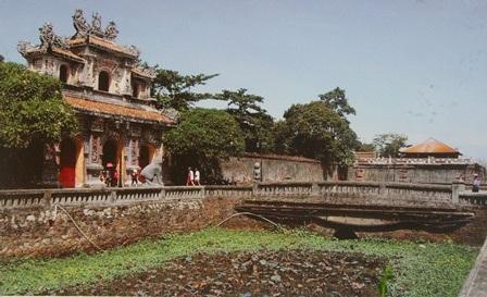 Sau năm 1975, cửa Hiển Nhơn được trùng tu như ngày nay