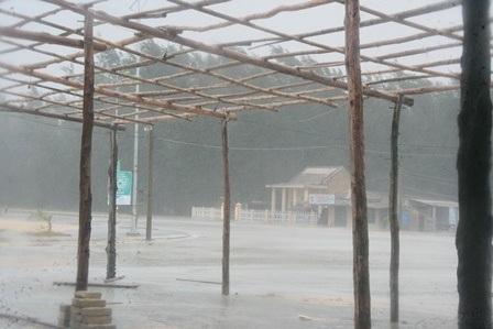 Mưa gió vẫn tiếp tục lớn và căng thẳng ở biển phía nam TT-Huế