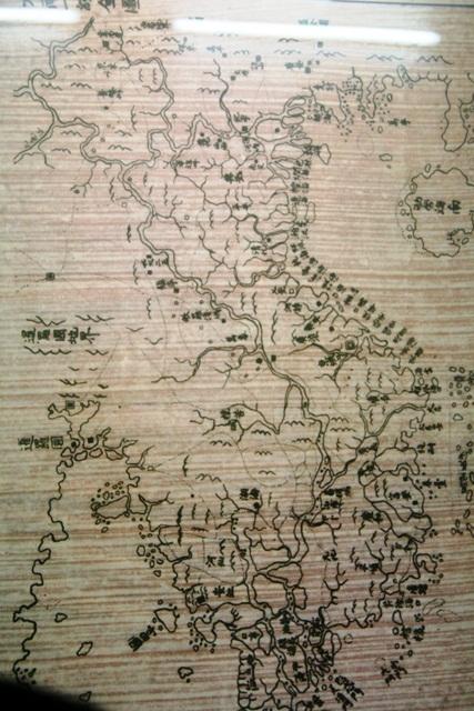 Đại Nam Nhất thống toàn đồ vẽ vào năm 1834 dưới triều Minh Mạng có thể hiện 2 địa danh Hoàng Sa và