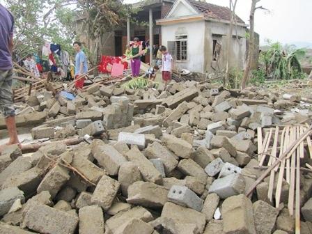 Rất nhiều nhà bị đổ sập tại huyện Bố Trạch