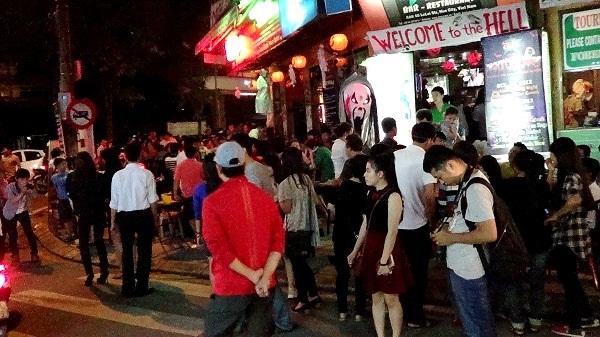 Hàng ngàn người đã đổ về phố Tây Huế đêm qua chơi Halloween