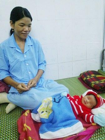 Sau đó, người mẹ (chị Liễu) dù bị băng huyết, đờ tử cung nặng nhưng đã được cứu sống tiếp theo