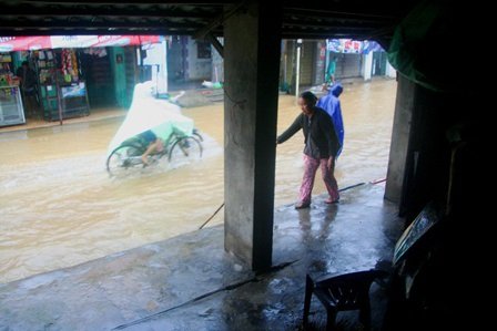 Nhà của mệ Phan Thị Diệu Liên sống tại phố cổ đã nhiều đời và đã chịu nhiều trận lụt
