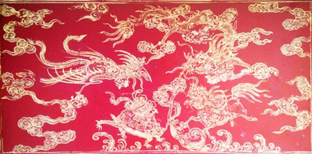 Hình ảnh Long Mã tinh xảo trên hộp gỗ hoàng gia với chất liệu sơn son thếp vàng