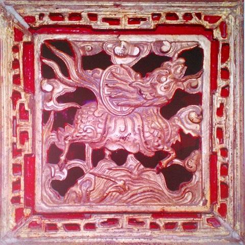 Con Long Mã nhỏ trên án thờ các vua Nguyễn