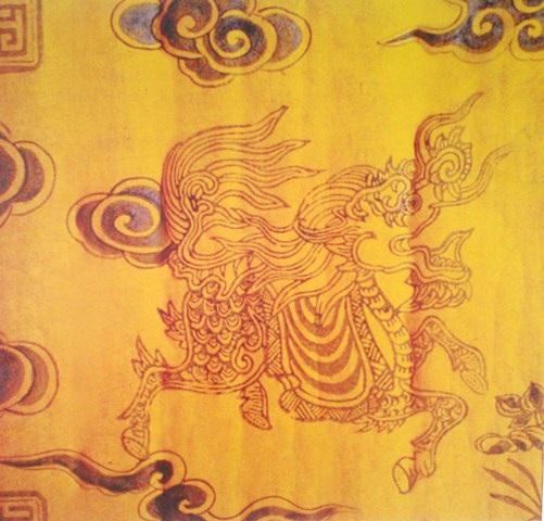 Long Mã trang trí trên mặt sau sắc phong thời Nguyễn