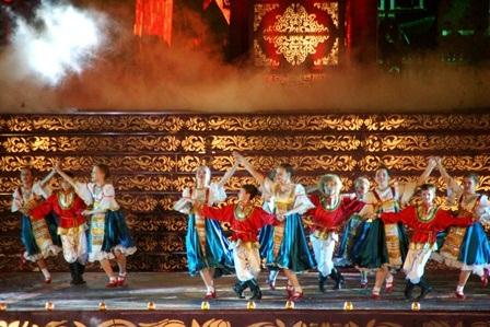 Các diễn viên nhídễ thương từ đoàn múa Raduga (Nga)