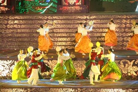 Điệu múa trống cung đình cổ truyền của xứ sở kim chi - đoàn nghệ thuật nhà hát GuGak (Hàn Quốc)