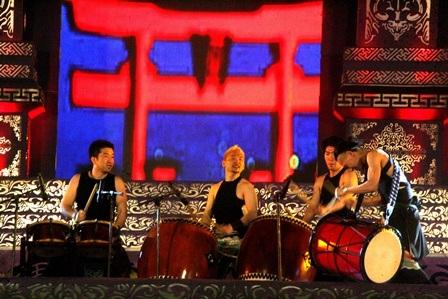Nghệ thuật chơi trống cuồng nhiệt từ đoàn Bati Holic đến từ Nhật Bản