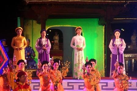 Các nữ ca sĩ hát ca Huế