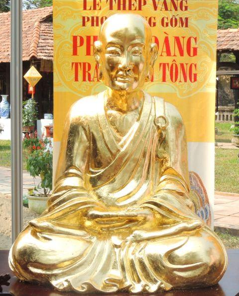 Bức tượng vàng Trần Nhân Tông hoàn chỉnh