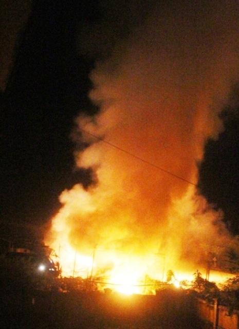 Đám cháy rất lớn trong đêm