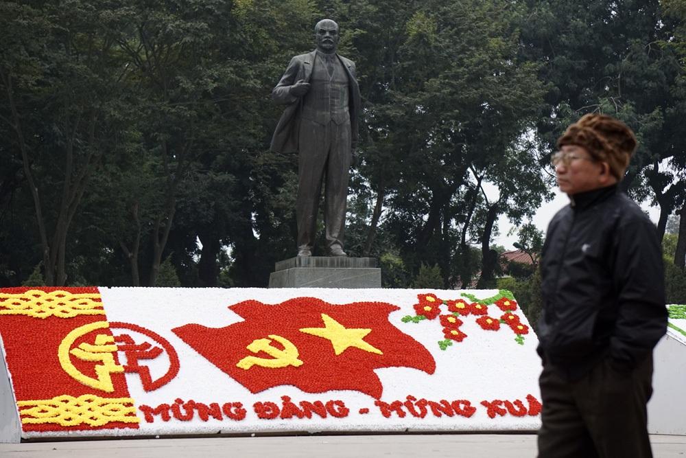 Những hình ảnh và dòng chữ chào mừng ngày thành lập Đảng Cộng sản Việt Nam hiện diện khắp nơi.