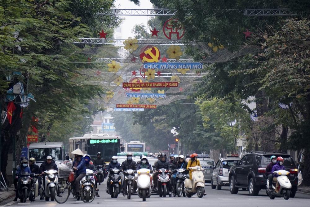 Phố Điện Biên Phủ trang hoàng mừng Đảng mừng xuân mới.