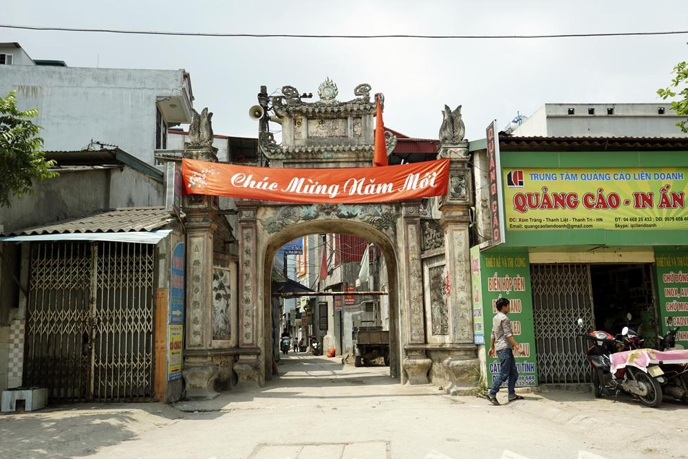 Cũng lại có một cổng khác vào thôn Tràng.