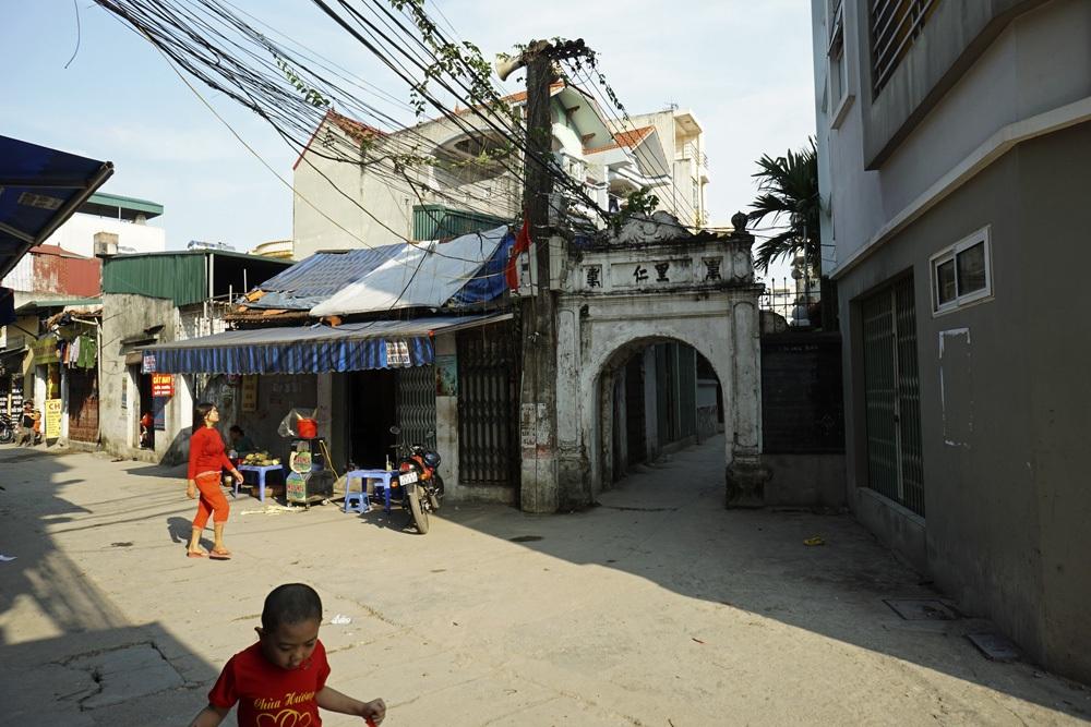 Cổng vào các xóm nhỏ ở bên trong.