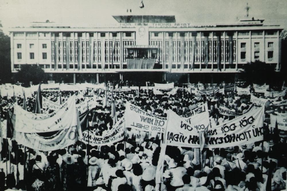 Lễ mừng chiến thắng tại Thủ đô Hà Nội, ngày 15/5/1975.