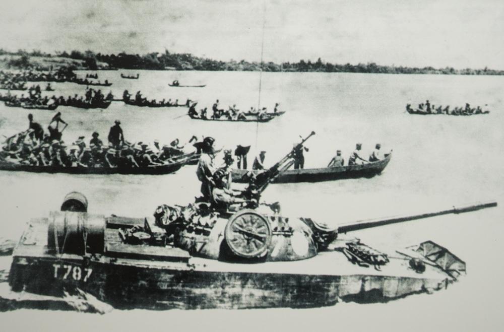 Đoàn 232 vượt sông Vàm Cỏ Đông tiến theo hướng Tây và Nam về Sài Gòn, 28/4/1975.