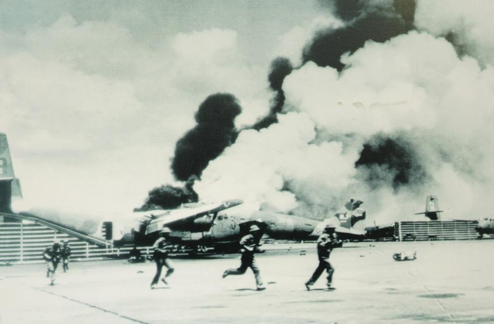 Quân giải phóng tiến vào sân bay Tân Sơn Nhất, ngày 30/4/1975.