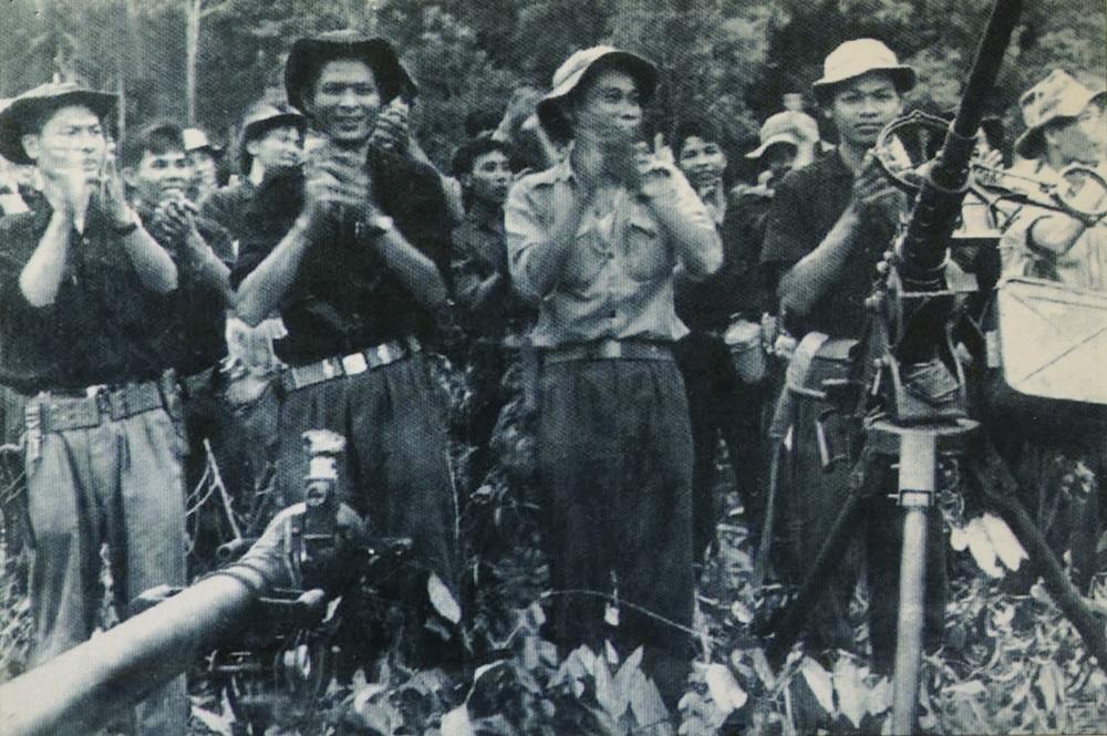 Lễ thành lập Sư đoàn 9 thuộc Đoàn 232 trong Chiến dịch Hồ Chí Minh.