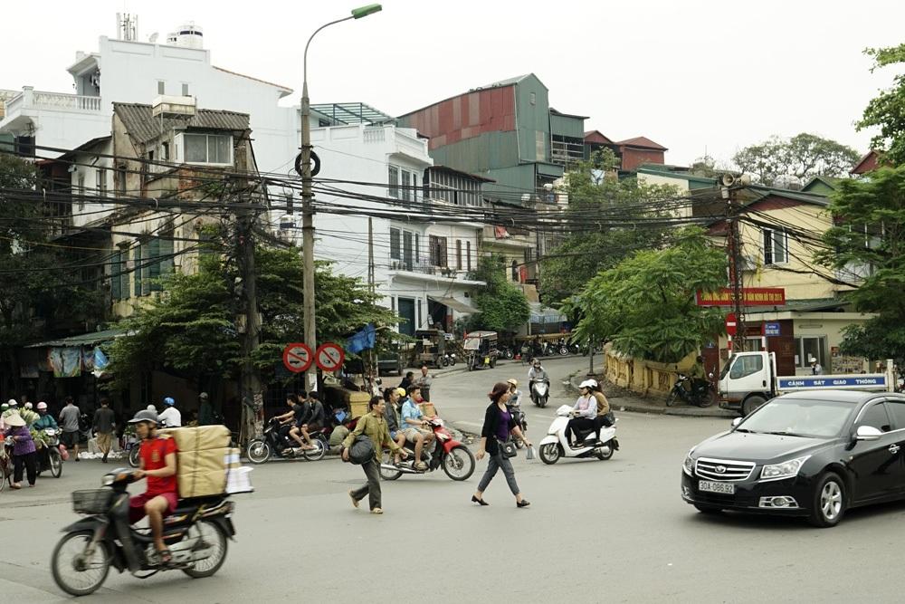 Dốc cầu Long Biên xuống phố Hàng Khoai 2015.