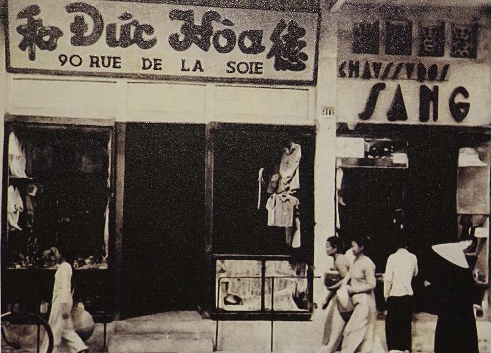 Một cửa hàng buôn bán ở số 90 Hàng Đào.