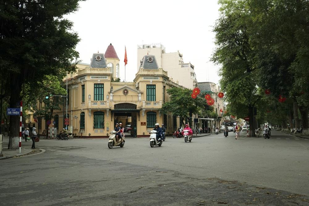 Tòa nhà này nay là Trụ sở Công an quận Hoàn Kiếm trên phố Lê Thái Tổ.