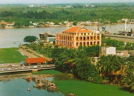 Từ Cảng Sài Gòn Bác đi tìm hình của nước - 2