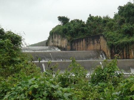 Đập tràn hồ Đăk Uy