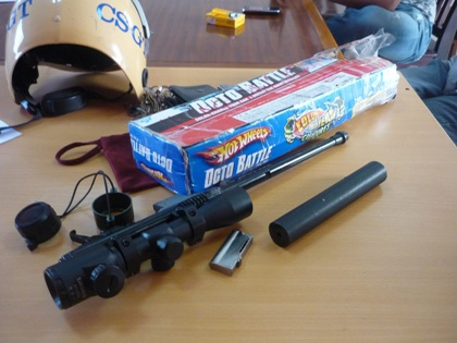 Khẩu súng tự chế được phát hiện trong xe khách