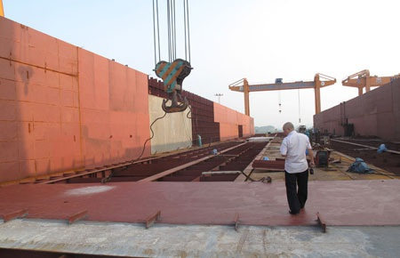 Cảng nổi nghìn tấn đang trong quá trình hoàn thiện tại Quảng Ninh