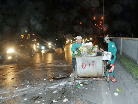 Chiếc xe thu gom rác trong vụ tai nạn.