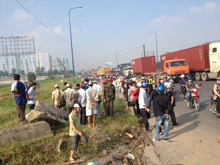 Vụ tai nạn thu hút nhiều người hiếu kỳ