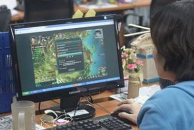 Nhiều cán bộ công chức giết thời gian công sở bằng cách chơi game (Ảnh minh họa: Lao động)